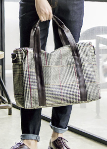 19142 - Gentle check padded tote bag <br>