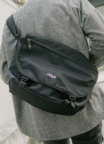 20427 - Kepner Messenger Bag <br> (1 size) <br>