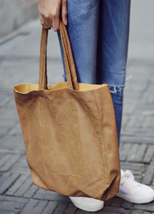 21110 - Soft leather tote bag <br>