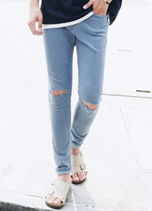 21687 - Soft Bending Knee Cutting Jeans <br> <font style=font-size:11px;color:#595959>28/30/32/34</font> <br>
