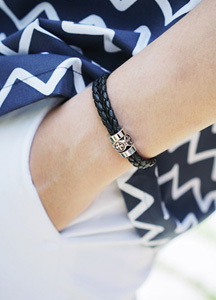 21763 - cross twist bracelet <br>