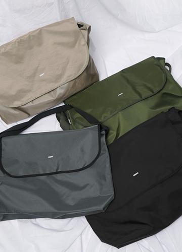 22760 - Acube large messenger bag <br>