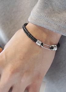 22982 - Electric Leather bracelet <br>