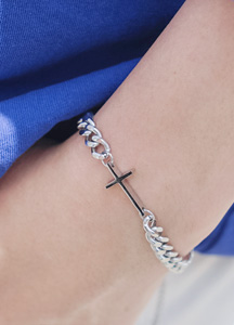 23124 - cross pendant bracelet <br>