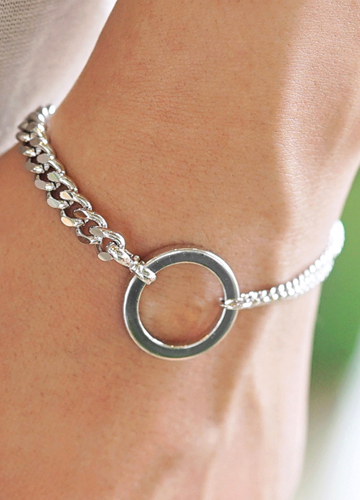 23347 - Token pendant surreal bracelet <br>