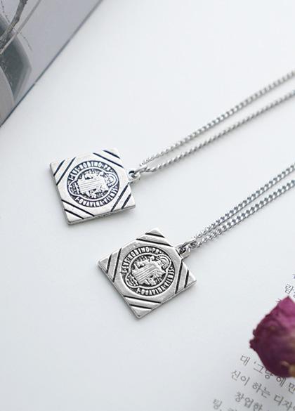 25165 - Square cross pendant Necklace <br><br>